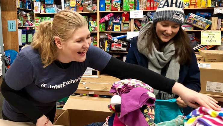 Seattle Au Pairs Give Back to Families in Their City