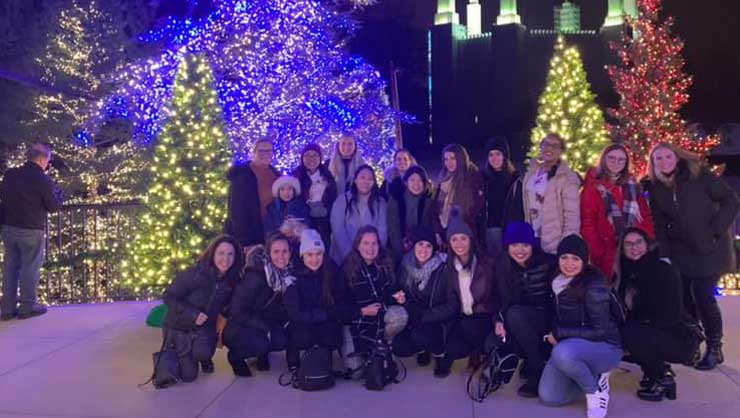 Au pairs in Maryland were dazzled by over 6,600 festive lights.