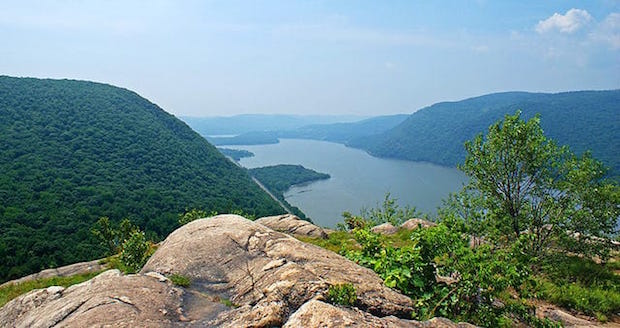 The Hudson Highlands as seen from Breakneck Ridge.