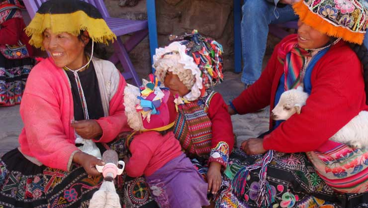 Peruvian women with their children