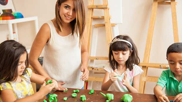 Summer Activities and Crafts Your Au Pair Can Do With Your Kids