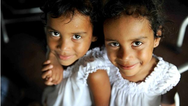pixabay-two-girls-smiling-nicaragua