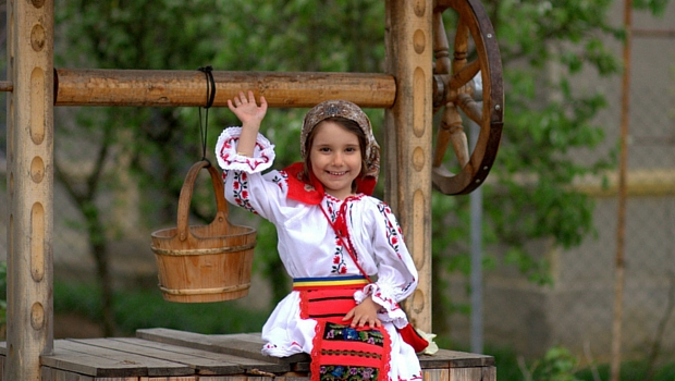 pixabay-romania-rural-girl