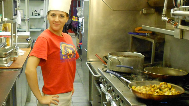 Tatiana, a Work & Travel USA participant, channels her inner top chef.